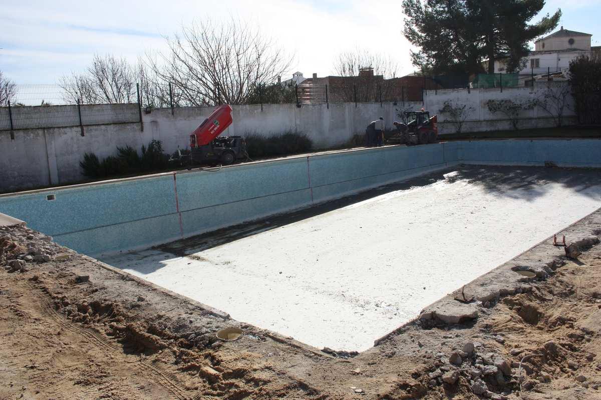 Las obras de mejora de la piscina municipal de miguel esteban ya est n en marcha objetivo - Piscina municipal toledo ...