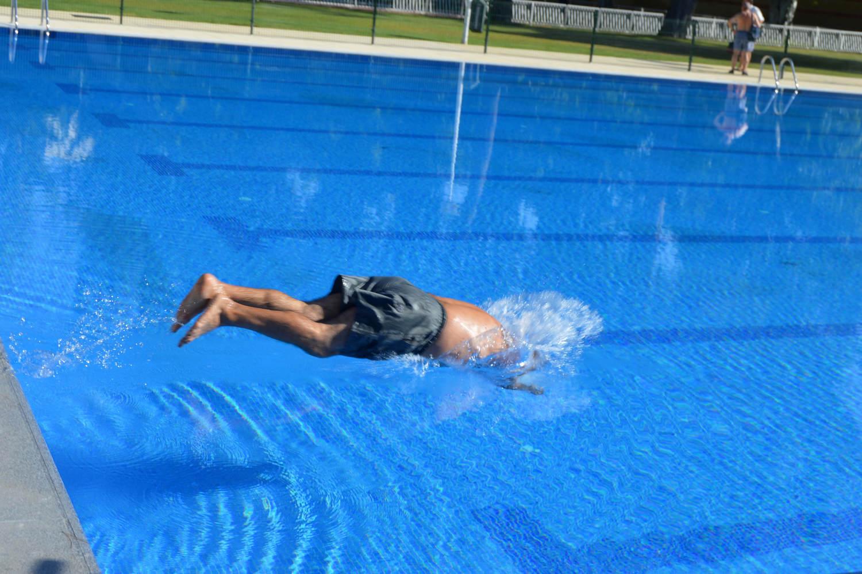 Primeros ba os en la nueva piscina ol mpica del for Piscina polideportivo