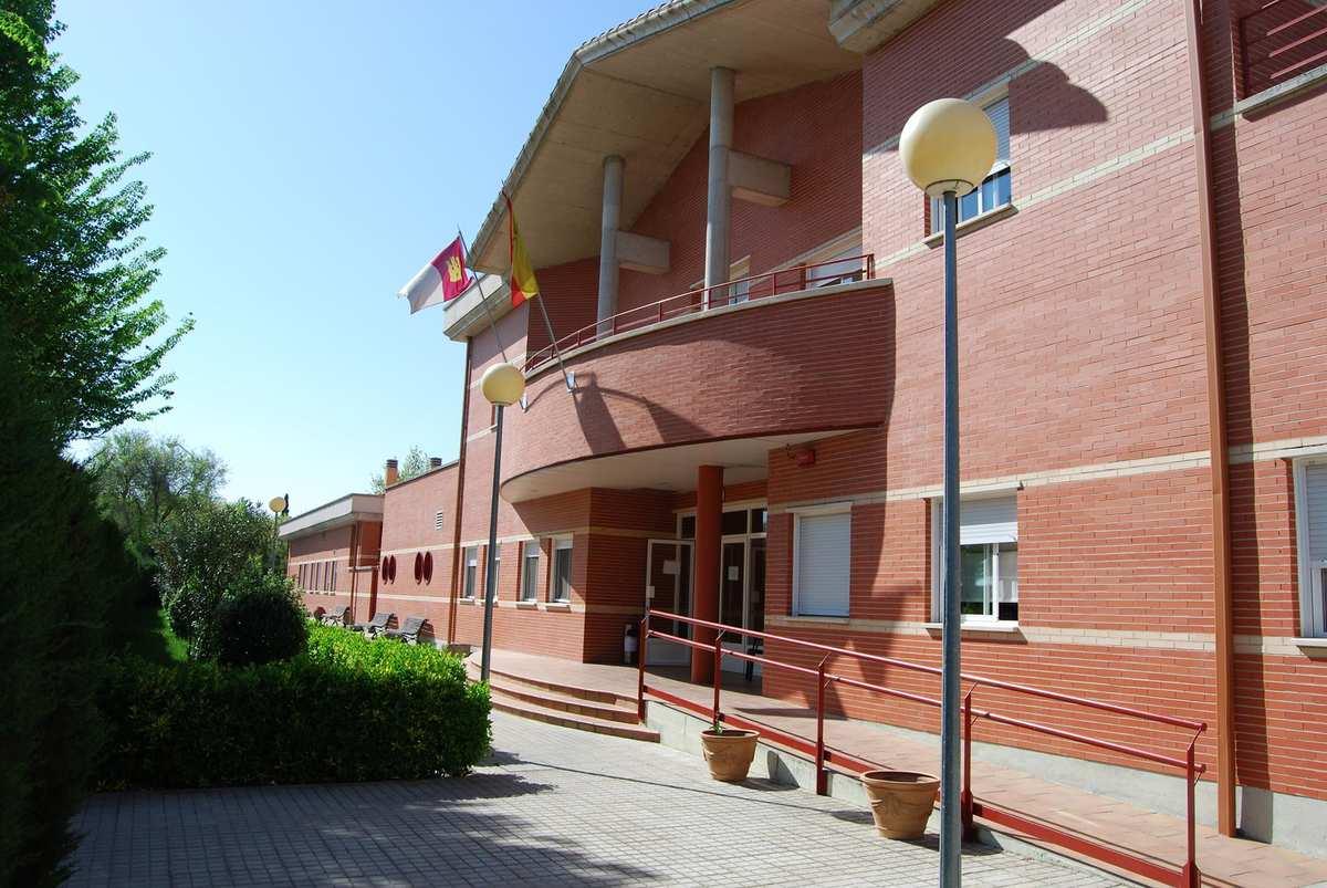 La junta anuncia su compromiso para ampliar la residencia - Residencia los jardines granada ...