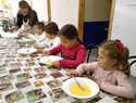 Los centros Infanto-Juvenil y de Día de Mayores de Argamasilla de Alba comparten una jornada gastronómica tradicional