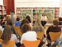 """La biblioteca infantil de Alcázar acogió la presentación del libro """"Cuentos para contar"""""""