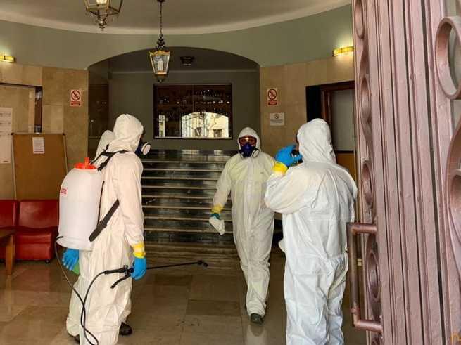 La UME instruye en la residencia universitaria de la Diputación de Ciudad Real al personal del GEACAM en desinfección de interiores