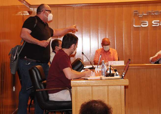 El Alcalde de La Solana expulsa a un concejal en un pleno de muchos reproches y pocos acuerdos