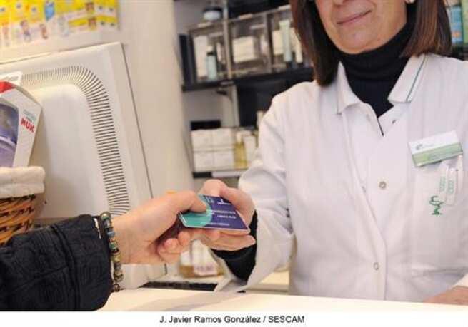 Los castellanomanchegos podrán retirar desde el 1 de junio mascarillas en las farmacias con tarjeta sanitaria