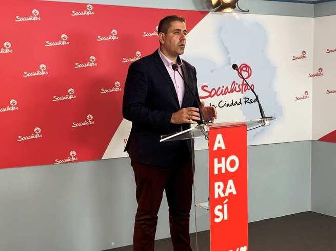 """El PSOE considera """"vergonzoso"""" que quienes callaron la privatización y los recortes de la Sanidad de Tomelloso, ahora sujeten la pancarta en defensa del Hospital"""