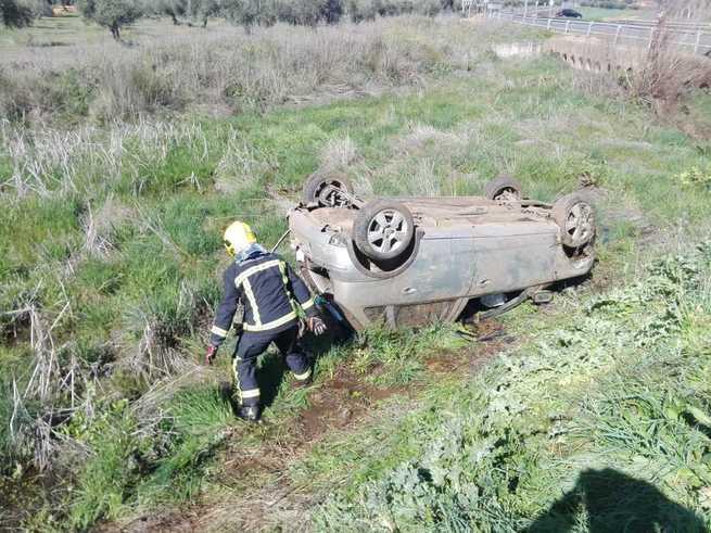 Herido un hombre de 78 años tras salirse de la vía y volcar con su vehículo en Picón (Ciudad Real)
