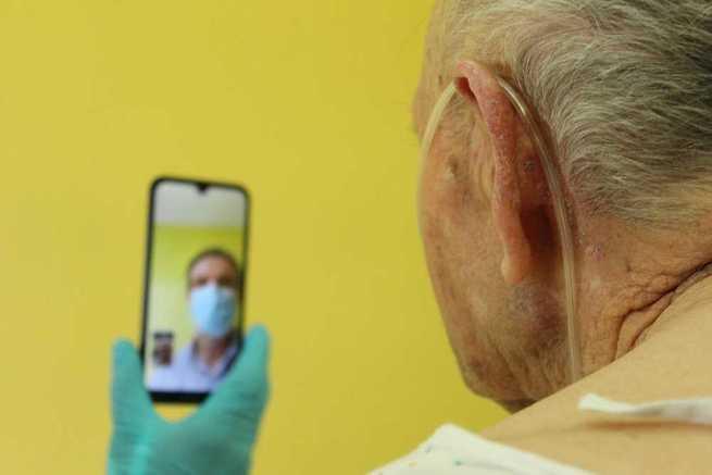 En Castilla-La Mancha un nuevo procedimiento facilita la comunicación entre pacientes ingresados y sus familiares