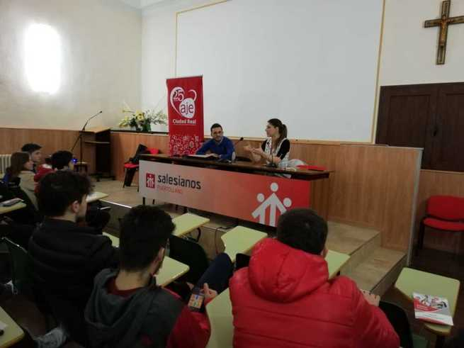AJE fomenta la cultura del emprendimiento entre el alumnado de Secundaria de Puertollano