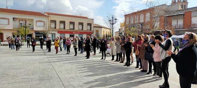 Minuto de silencio en Villacañas por las víctimas de la violencia de género