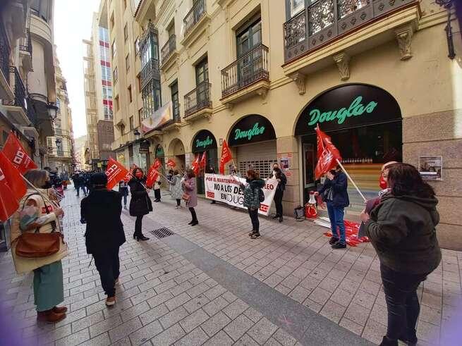 Huelga y movilización contra el ERE de Perfumerías Douglas, contra el cierre seis tiendas y despedir a 35 trabajadoras en Castilla-La Mancha