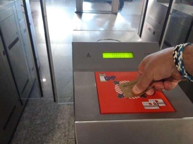 Raquel Sánchez presenta el nuevo sistema 'Cronos', para el acceso y pago directo en tornos con tarjeta bancaria, que Renfe pone en marcha en Cercanías Madrid