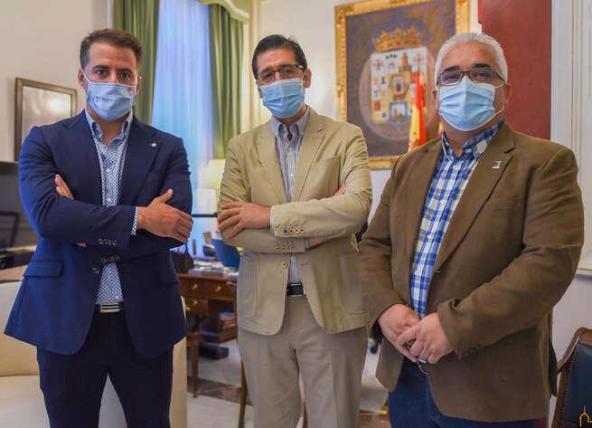 La Diputación colaborará con el Ayuntamiento de Pedro Muñoz en el cerramiento de la pista cubierta polideportiva