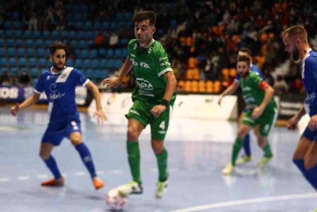 Álex Fuentes logra el primer gol del Manzanares en Primera