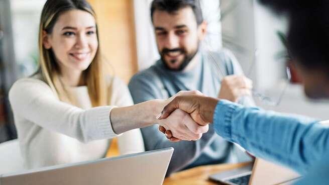 La dificultad para contactar con algún empleado, el problema más habitual de los usuarios de banca