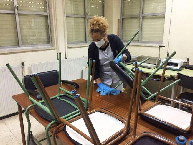 El Ayuntamiento de Puertollano reforzará la limpieza de los colegios con la contratación de 16 trabajadores