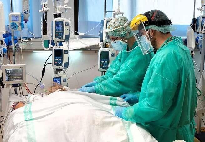 Continúa la reducción de hospitalizados por COVID-19 en las UCIS de Castilla-La Mancha con 58 en cama convencional y 16 e UCI
