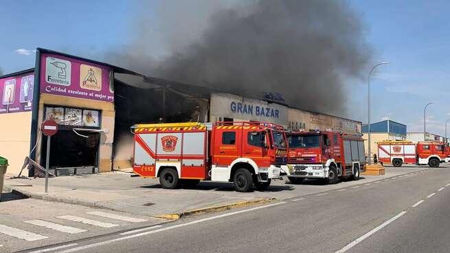 Un incendio declarado en el Polígono Industrial de Seseña afecta ya a varias naves