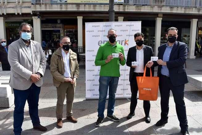 El Ayuntamiento de Ciudad Real entrega a los comerciantes 5.000 vales de aparcamiento en el parking de Plaza Mayor para los clientes del pequeño comercio
