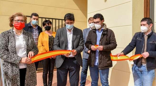 Inaugurada una pista de pádel cubierta y un velatorio en Cózar