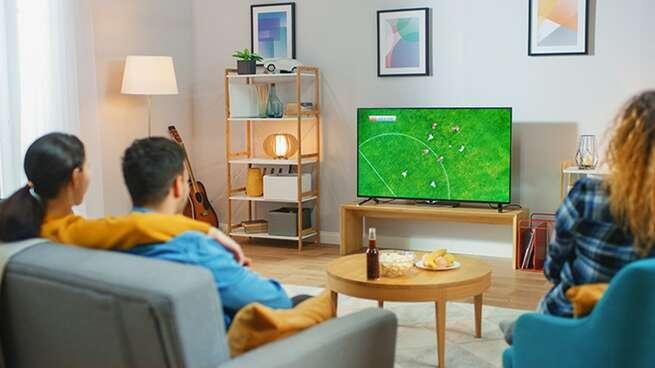 OCU denuncia el elevado coste de ver el fútbol en televisión: al menos 568 euros
