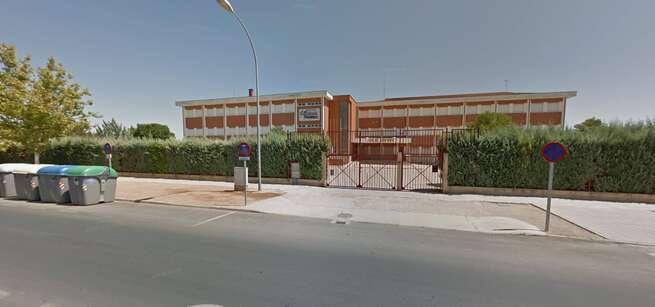 """Trasladada al hospital una menor de 14 años tras precipitarse por un tragaluz del I.E.S. """"Airen"""" de Tomelloso (Ciudad Real)"""