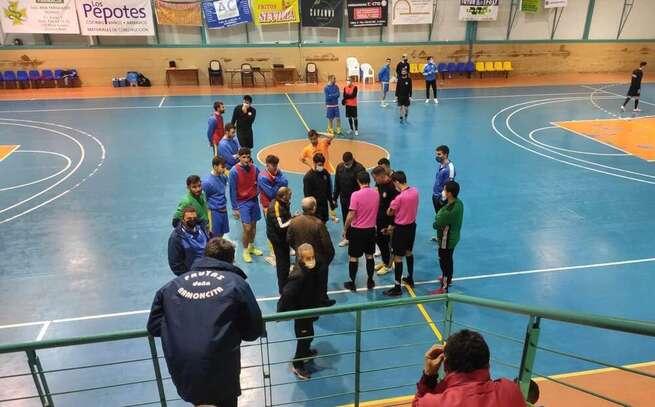 La humedad en los pabellones impiden jugar al FS La Solana