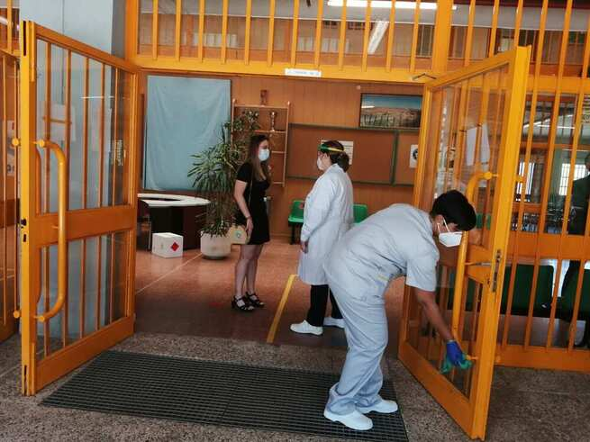 El Ayuntamiento de Toledo intensifica la limpieza y desinfección de los colegios y refuerza las plantillas con personal permanente