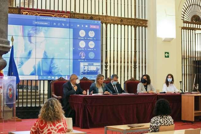 """La alcaldesa de Toledo destaca """"el papel decisivo"""" que las ciudades tienen en el futuro desarrollo de la construcción europea"""