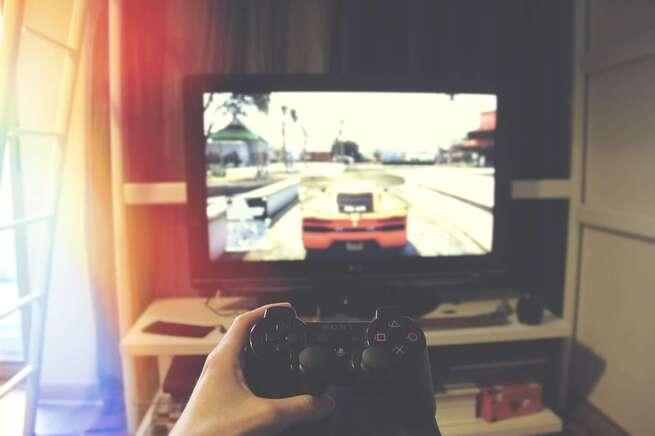 La Policía Nacional y Orange ponen en marcha una iniciativa para concienciar sobre los peligros asociados al juego online por adolescentes
