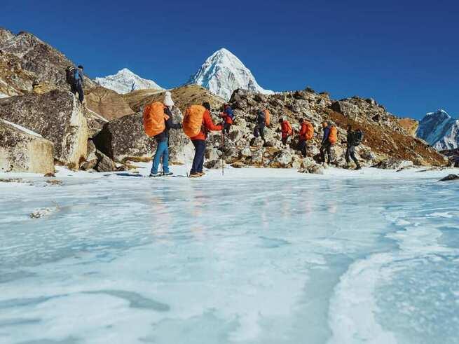 El Gobierno regional patrocina el documental sobre la expedición invernal al Everest que AMIAB organizó en enero con personas con discapacidad