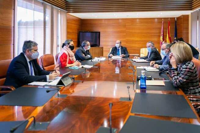 Presentadas las grandes líneas del presupuesto 2021 a PSOE y PP, cumpliendo su compromiso de apostar por el diálogo con todos los grupos en materia presupuestaria