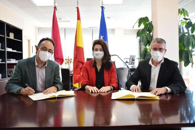 El Gobierno regional y la Inspección de Trabajo rubrican el convenio para garantizar la inscripción obligatoria de los planes de igualdad de las empresas