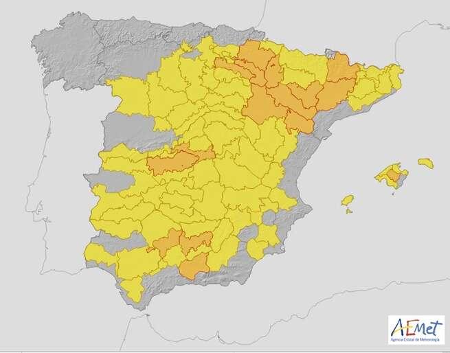 Protección Civil y Emergencias alerta por riesgo de incendios y por altas temperaturas en amplias zonas de la Península y en Baleares