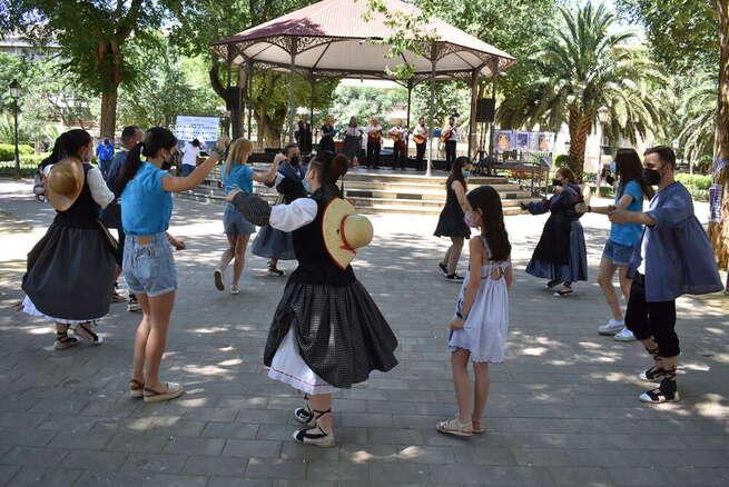 """Los Jardines del Prado de Ciudad Real acogen el primer taller de baile de la """"IV Fiesta de la Seguidilla"""""""