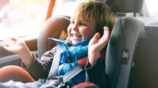 OCU desaconseja el uso de alzadores para niños en el automóvil