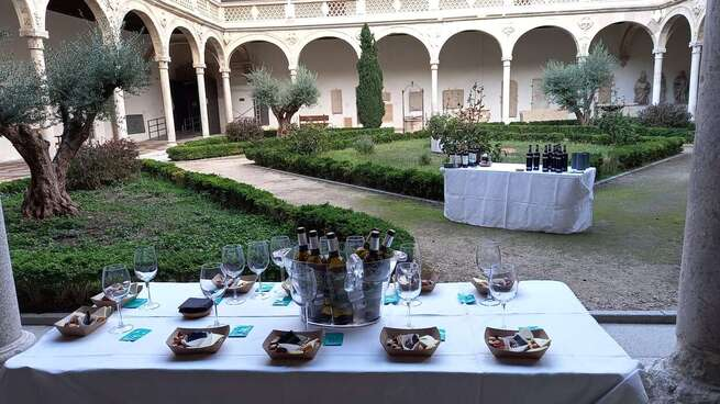 Las catas de vino al atardecer 'Sunset Wine' del Ayuntamiento de Toledo suman un nuevo fin de semana de éxito entre el público asistente