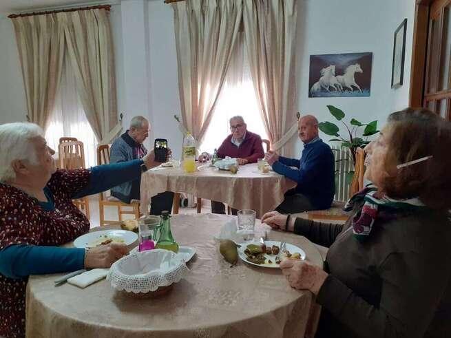 El Alcalde felicita el Nuevo Año, de manera virtual, a los mayores de las residencias de la localidad