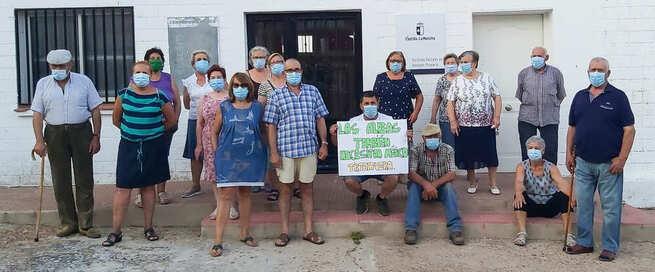 Vecinos sin atención médica desde hace meses en pedanías de Almodóvar se concentran reivindicando este derecho básico