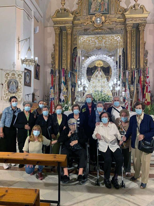 Las personas usuarias del SED de Miguelturra visitan a la Virgen de la Estrella