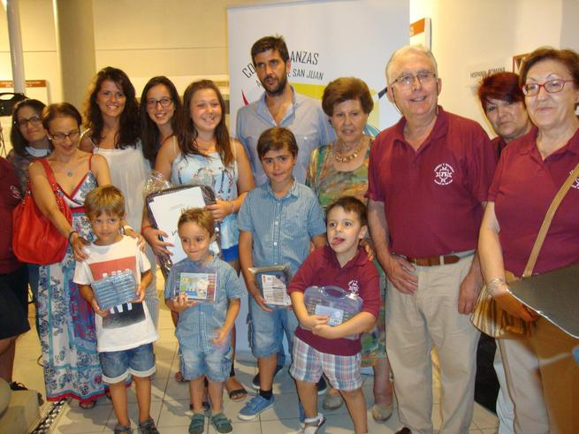 Foto de familia certamen dibujo infantil