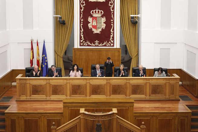 El presidente de las Cortes regionales felicita a la cerámica talaverana por su declaración de Patrimonio de la Humanidad
