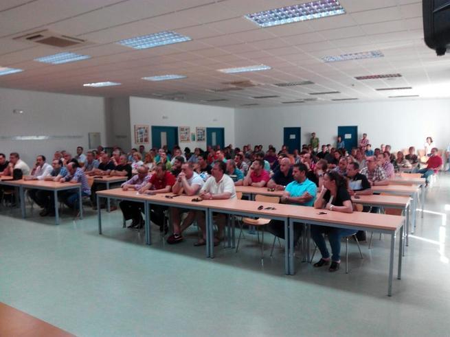 Imagen: La asamblea de trabajadores de Elcogas aprueba por amplia mayoría la propuesta de la empresa para evitar el juicio contra el ERE