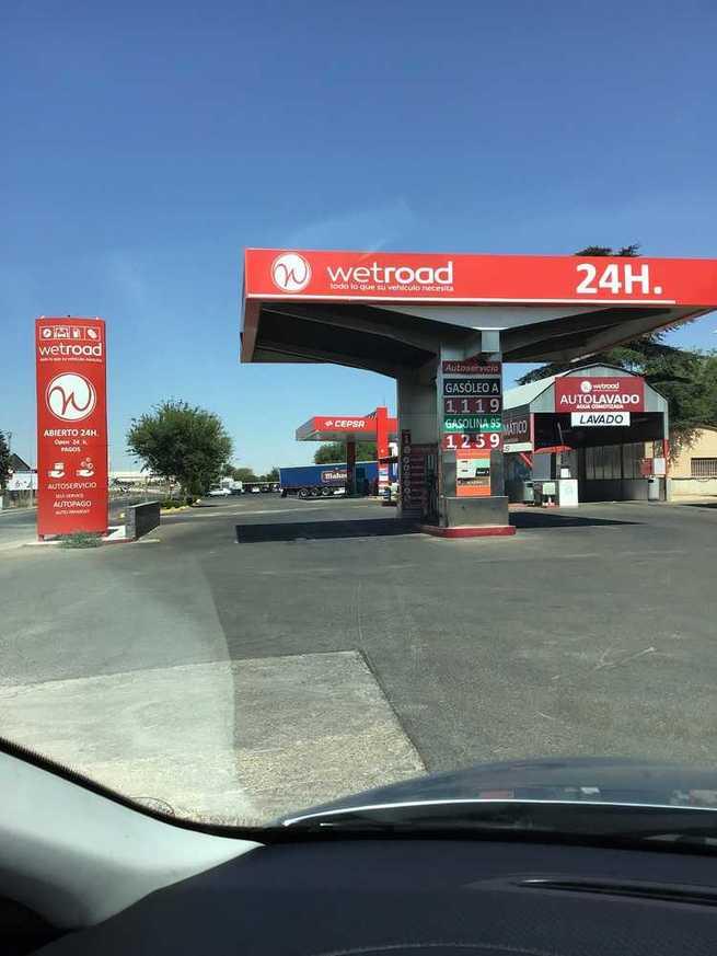 CLM cuenta hoy con 142 gasolineras más que hace dos años, pero solo hay 112 personas más para atenderlas