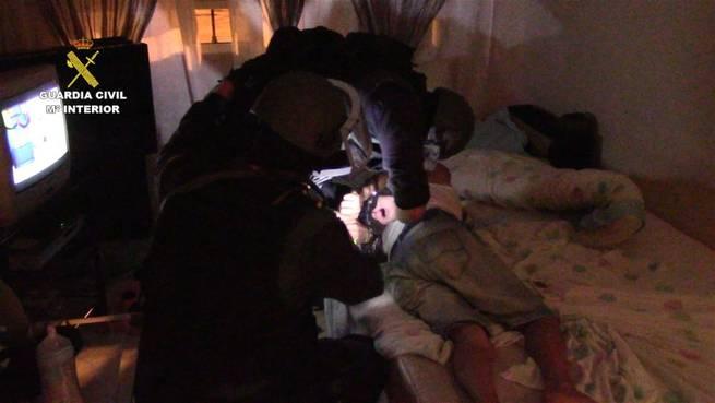 """Imagen: La Guardia Civil detiene a 4 personas responsables de varios secuestros express mediante el método de """"Policías Full"""""""