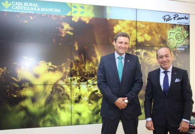 Imagen: El director general de Caja Rural CLM apoya el espíritu emprendedor de Félix Ramiro