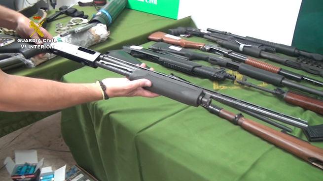 La Guardia Civil desmantela un importante depósito ilegal de armas y precursores de explosivos