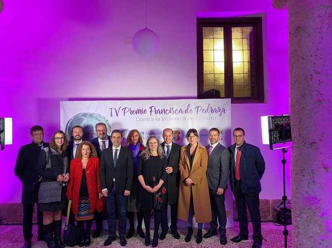 La consejera de Igualdad regional asiste a la entrega del IV Premio 'Francisca de Pedraza' contra la violencia de género otorgado a Araceli Martínez por su impulso a la ley para una Sociedad Libre de Violencia de Género en Castilla-La Mancha