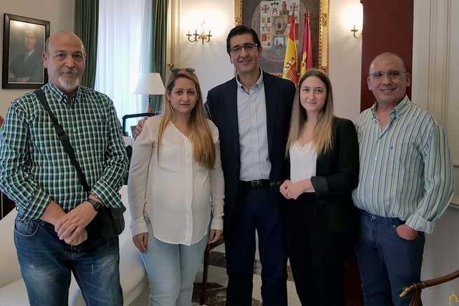 La alcaldesa de Cabezarados marca como prioritario el arreglo y mejora del colegio Nuestra Señora de Finibusterrae