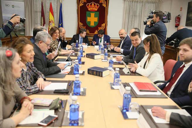 El Consejo de Gobierno aprueba la ampliación del crédito para iniciar el trámite del acuerdo con la RAE que permita impulsar el español