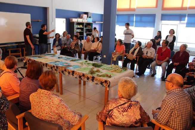 Los mayores de Alcázar aprenden y comparten conocimientos botánicos sobre las plantas autóctonas